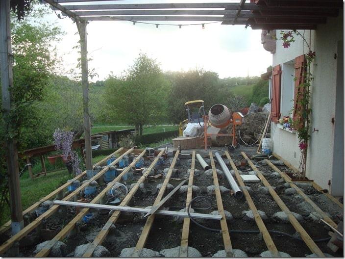 bétonnière construction terrasse en bois