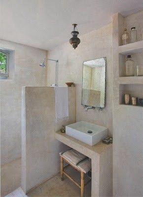 salle de bain en tadelakt (enduit de chaux à l'eau, brillant et imperméable)